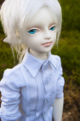 Who, Me? (T I Bryant) Tags: family blue white rain oregon ball hair point eyes nikon shoes doll pointy alice ears mini super elf collections ear albino bjd salem dollfie joint yuhao pointed keizer msd balljointdoll familyh d40