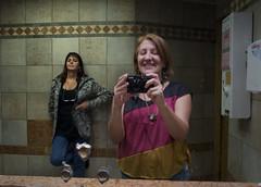 INTERESANTE (MAR_MAXI_LUNA) Tags: black bathroom nikon women pblico bao nikoncoolpixp7100