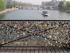 Passarelle des Arts (Evertons) Tags: bridge paris france tourism rio lockers river europa europe arts frana ponte turismo padlock padlocks sena passarelle cadeados