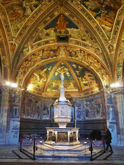 Baptismal Font, Siena Cathedral from the front with vaulting