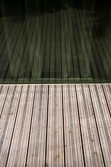 Neverendless (neumjan) Tags: light lines dark mirror frankreich ledefrance spiegel linie curtain hell wave line parallel welle fra dunkel vorhang endless neverending unendlich linien neverendless paris19butteschaumont