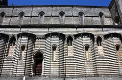 Duomo di Orvieto (YIP2) Tags: italy sculpture building church architecture cathedral stripes gothic mosaics middleages sculptures faade umbria masterpiece orvieto orcagna duomodiorvieto orvietocathedral latemiddleages
