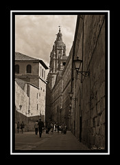Calle Compaia (Javi Calvo) Tags: street old city people salamanca clerecia photographictoning compaiastreet