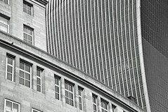 'A City Of Architectural Contrasts' (EZTD) Tags: inglaterra england building london architecture photography foto image photos photograph fotos londres angleterre ingles lin londra walkietalkie cityoflondon londinium 2016 londonist londonengland capitalcity londonistas linphotos thisislondon 20fenchurchstreet mylondon nikond90 londonimages imagesoflondon cityoflondonarchitecture londonista allabouttheimage eztd eztdphotography eztdphotos eztdgroup londonimagenetwork pictoriallondon londonmylondon eztdfotos may2016 photosdelondres