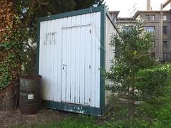 DSCF1136 (Jusotil_1943) Tags: barril hierro caseta metalico