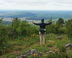 MERCI <> Thank you, nature ! (France-) Tags: woman usa landscape washington cloudy hiking femme pacificnorthwest washingtonstate paysage pnw vue palouse easternwashington etatsunis kamiakbutte may2016