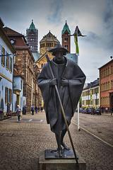 Pilgerschaft (Helmut Reichelt) Tags: leica statue germany deutschland dom kirche streetphoto pilger speyer rheinlandpfalz kaiserdom romanik leicam fhdr leicasummilux50mmf14asph pilgerschaft maximilianstrase hdrefexpro2 typ240 captureone9