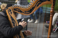 Harpist (Stefan Lambauer) Tags: city cidade musician paris france europa frana sacrcoeur harp fr arpa msico harpist musicien joueur 2015 stefanlambauer basiliquedusacrcurdemontmartre