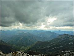 Pendones desde Tiatordos (JaviMenen) Tags: valle nubes redes cumbres asturies tiatordos pendones casu