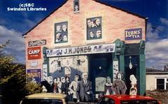 c1985: 'Swindon Personalities' by Ken White & students from Swindon College (1979), Union Street (2nd repaint) (Local Studies, Swindon Central Library) Tags: colour mural photograph publicart 1970s sbc xtc 1979 unionstreet williammorris supertramp isambardkingdombrunel moodyblues dianadors desmondmorris andypartridge donrogers rickdavies swindoncollege kenwhite alfredwilliams danielgooch georgejacksonchurchward swindontownfootballclub haroldfleming davidmurrayjohn justinheywood carletonattwood swindonart haroldjoliffe gilbertosullian