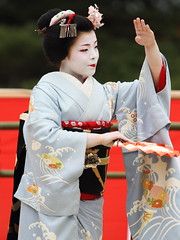 Maiko dance performance (Teruhide Tomori) Tags: portrait girl japan dance kyoto song traditional performance maiko   kimono odori      kagai earthasia