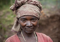 Woman from Cyamudongo area - Rwanda (Eric Lafforgue) Tags: africa woman face outdoors african femme rwanda afrika commonwealth oneperson visage afrique eastafrica africaine blackskin lookingatcamera centralafrica 2243 kinyarwanda ruanda peaunoire afriquecentrale   regardcamera   republicofrwanda   ruandesa