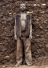 Mr Yoan,Batwa man from pygmy tribe building his mud house, Cyamudongo, Rwanda (Eric Lafforgue) Tags: africa man outdoors mud tribal rwanda afrika tribe 1972 commonwealth adultsonly twa oneperson homme ethnicity afrique pygmy tribu eastafrica boue pygmee batwa ethnologie lookingatcamera centralafrica kinyarwanda ruanda ethnie indigenousculture ethny afriquecentrale   regardcamera   republicofrwanda   ruandesa cyamudongo petitetaille