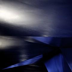 toile errante (* galaad *) Tags: madrid voyage light architecture vent noir shadows yeux corps vagues sombras herzogdemeuron lumires mouvement aimer ombres caixaforum formes respirer canonef100400mm galaad jmgleclzio canoneos5dmarkii toileerrante