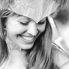 hidden eyes (Tafelzwerk) Tags: carnival portrait white black berlin smile face hair dance eyes nikon gesicht dancing kultur portrt hidden tanz lachen schwarz karneval tanzen neuklln haare versteckt karnevalderkulturen weis ehrlich natrlich d7000 tafelzwerk