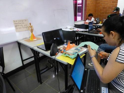 Estudiantes trabajando Curso Animación Digital