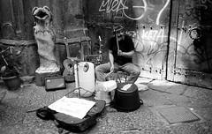 (Modern Drummer - Modern Times) (Robbie McIntosh) Tags: leica blackandwhite bw musician blancoynegro film 35mm drums graffiti kodak percussion streetphotography rangefinder summicron negative drummer analogue busker m6 argentique tmax100 leicam6 kodaktmax100 leicam6ttl leicam filmisnotdead leicasummicron35mmf20iv leicasummicron35mmf2iv battersita