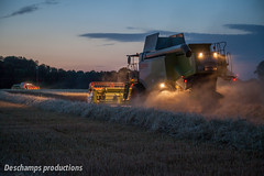 16072015-IMG_1669 (Deschamps productions) Tags: tractor night wheat harvest combine nuit harvester tracteur moisson bl fendt claas lexion batteuse cestari transbordeur moissonneuse