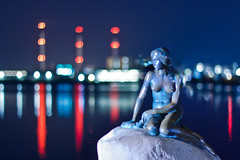 Getting Older Without Getting Old - The Little Mermaid/Den lille havfrue Copenhagen/Kbenhavn (Maria_Globetrotter) Tags: statue night copenhagen denmark march spring bokeh landmark clear bluehour mermaid marias kbenhavn 2012 thelittlemermaid denlillehavfrue