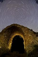 portil de lobos (navarrito79) Tags: lightpainting puerta nikon ruina estrellas nocturna startrails navarra polaris peralta circumpolar d5100