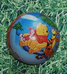 Winnie Puuh Ball (Stepas-piglets) Tags: fussball disney pooh tigger winnie walt schwein piglets schweine ferkel blle aamilne fusball ehshepard puuh puuhbr