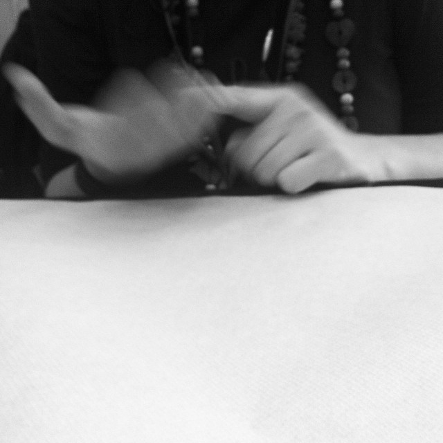 Che dicono le mani? #scritturebrevi