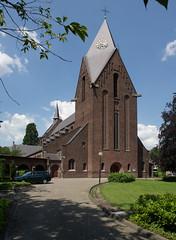 Heeze - Sint Martinuskerk (grotevriendelijkereus) Tags: holland tower church netherlands toren nederland kerk brabant noord heeze traditionalism traditionalisme