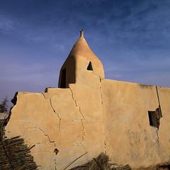 Old Mosque In Ubari Lakes, Umm al-Maa, Libya (Eric Lafforgue) Tags: africa color sahara vertical square outdoors northafrica islam religion nobody nopeople mosque libya libia libye libyen fezzan colorpicture líbia italiancolony ummalmaa libië libiya リビア ribia liviya libija colourpicture либия לוב 리비아 ливия լիբիա ลิเบีย lībija либија lìbǐyà 利比亞利比亚 libja líbya liibüa livýi λιβύη a0014254