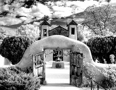 Santuario de Chimayo (Dennis Herzog) Tags: blackandwhite newmexico santafe monochrome architecture catholic churches adobe chimayo santuariodechimayo northernnewmexico chimayonm newmexicochurches adobearchitecture mygearandme ringexcellence penitentechurches