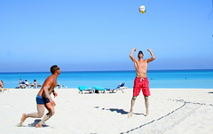 Beach Volleyball (Varadero Cuba) Tags: ocean voyage travel blue sunset vacation people holiday color colour tourism dan beach island vacances soleil sand holidays turquoise cuba coucher sable ile playa tourist atlantic bleu spanish espanol volleyball arenas varadero cuban isle plage blancas vacance barcelo atlantique 2011 espagnol solimar barcello varaderodan sollimar