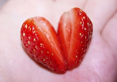 (Patr!c!a) Tags: love strawberry heart corao morango