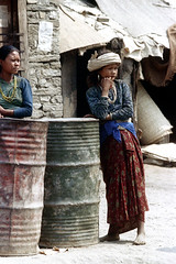 11-404 (ndpa / s. lundeen, archivist) Tags: nepal girls people woman color film girl 35mm asian clothing women asia southeastasia village barrels nick headscarf barrel 11 clothes barefoot nepalese 1970s 1972 youngwoman villager nepali southasia dewolf younggirls localwomen nickdewolf localwoman photographbynickdewolf reel11