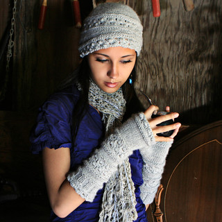 RavelryVelutinous Lace Wristlets (Knit) pattern by Jennifer Hansen