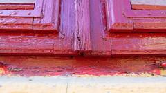 Volets clos (Ali Devine) Tags: rouge peinture volet usure