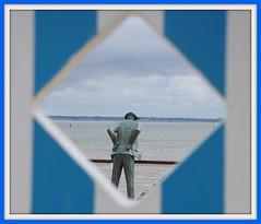 """MONSIEUR HULOT"""" EXPLORE"""" (Marie-Laure Larère) Tags: statue explore hulot"""