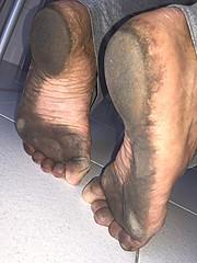 after a day at work barefoot (danragh) Tags: camminarescalzi afteradayatworkbarefoot piediscalzi scalzo dirtyfeet feet