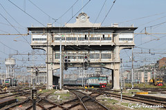 FS E632.054 - Milano Centrale (Karl70 Photos) Tags: railroad italy train tren trenes italia milano rail railway trains trem bahn railways lombardia tigre centrale ferrocarril trenitalia vlak pocig  rfi xmpr e632 canoneos500d railview e632xmpr e632054