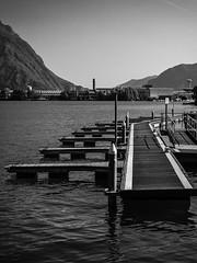 Lago-Iseo2-V-8 (elettrico1977) Tags: blackandwhite lake lago barca acqua molo biancoenero pontile iseo lovere