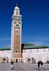 Hassan II mosque, Casablanca (Saf') Tags: minaret mosque morocco maroc casablanca islamicarchitecture saf mosque islamicart  hassaniimosque  mosquehassanii religiousbuilding   architectureislamique dificereligieux panasoniclumixdmcfz28 safiaosman worldstallestminaret largestmosqueinmorocco 7thlargestmosqueintheworld thethroneofallahwasbuiltonwater