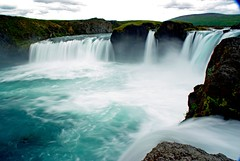 Goðafoss  (Islande) (PierreG_09) Tags: iceland islandia rivière cascade chute myvatn islande godafoss coursdeau skjálfandafljót leschutesdesdieux coordonnées65°41′nord17°32′ouest
