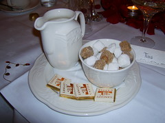 Kaffeegedeck (321tinka) Tags: england castle coffee milk und bars chocolate kaffee sugar langley milch zucker weiser brauner milchknnchen kaffeegedeck schokladentfelchen schokoladentfelchen