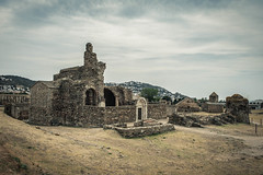 La vieille chapelle (Oribiahn) Tags: roses spain espagne chapelle ruines citadelle catalogne 2470 d700 marcpivetta