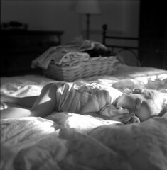 daysleepers #5 (Matteo Bagnoli) Tags: light sleeping bw white black 120 6x6 tlr film blanco rollei analog mediumformat square bed noir child kodak tmax sleep preto 400 snooze analogue asleep sonno bianco blanc nero dormire letto luce nanna schneider twinlensreflex kreuznach bambina bambino xenar rolleicord pellicola analogico ciuccio sonnellino addormentata medioformato autaut biottica