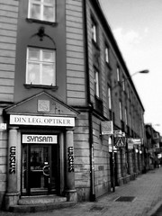 The Optician (liska.kimberly) Tags: city urban blackandwhite bw building architecture canon downtown cityscape sweden architektur sverige citylandscape urbanlandscape optiker byggnaden vision:outdoor=0926