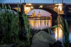 Elbblick auf die Altstadt Dresden (S.Rose Fotografie) Tags: bridge reflection canon river germany landscape deutschland dresden wasser cityscape sachsen ufer brcke fluss frauenkirche elbe manfrotto blaue pegel stunde spieglung