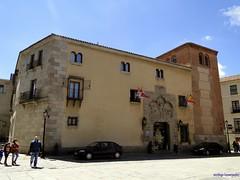 vila (santiagolopezpastor) Tags: espaa spain gothic palace medieval espagne middleages castilla vila castillaylen gtico provinciadevila