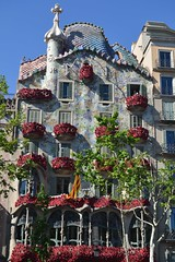 Casa Batll en Sant Jordi (sonjatl00) Tags: barcelona gaudi batllo santjordi2016