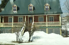 Quebec. Avenue Royale. Typical French house. (denisbin) Tags: roof house river pond quebec cottage icy maplesyrup frenchstyle adamsfamily saintlawrence chezmarie royalroad avenueroyale icypond frenchroof produitsderable