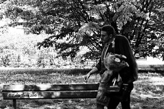pensieri leggeri (Fabio Tacca) Tags: street flowers blackandwhite love boys italia walk streetphotography fiori biella piedmont amore ragazzi adolescence passeggiata firstdate adolescenza primoappuntamento nikond3300 pensierileggeri fabiotacca acofficinafotografica