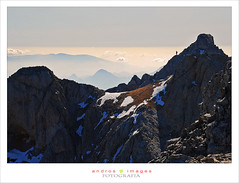 LOS PICOS DE EUROPA desde la cumbre de la Palanca (2614m) // The Picos de Europa from the top of the lever (2614m) (ANDROS images) Tags: fog montaa len niebla montaas vegabao rutasporpicos montaasdelen franciscodomnguez fotoandros rutasleonesas picosdeeuropaandros vistasdesdelapalanca lamontaaleonesa